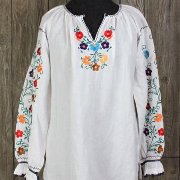 Cute New J Peterman Blouse S size White Embroidered Floral Hippy Boho Top Cotton Blend