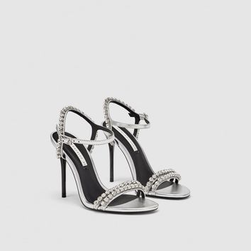 SHINY HIGH-HEEL SANDALS DETAILS