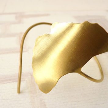 BRACELET gold plated brass contemporary jewelry nature leaves silhouette ginkgo biloba - Flora Collection