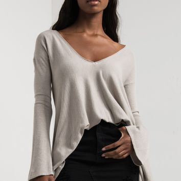 AKIRA Long Sleeve Wide V Neck Hanky Hem Soft Sweater in Heather Stone