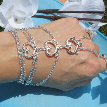Sized Heart Hand Chain, Slave Bracelet, Bracelet, Bridal Bracelet, Body Chain, Body Jewelry, Club wear, Club Bracelet