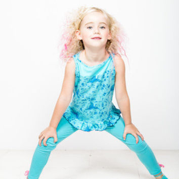 Fun designer girls jersey spandex leggings in turquoise with pink bows at cuff
