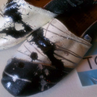 Toms splatter painted Toms shoes black & white by conchetts