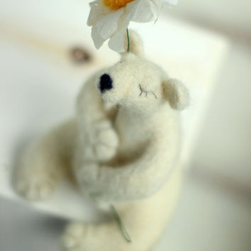 Needle Felt White Bear - Dreamy White Bear With A Daisy  -Needle Felt Art Doll -  Withe Polar Bear - Christmas Decoration