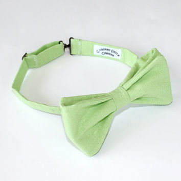 Solid Lime Green Linen Men's Bow Tie, Pre-tied, Free Shipping