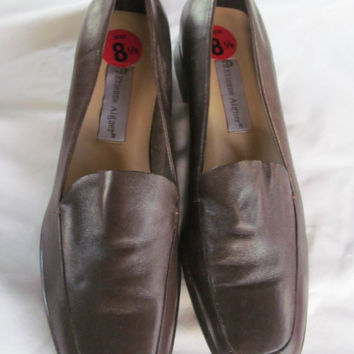 Minimalists Loafers Shoes Etienne Aigner Brown Leather Shoes Womens size 8.5
