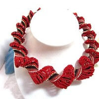 Graduated Beadwoven Necklace Scarlet and Black Spiral