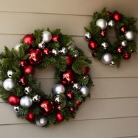 OUTDOOR ORNAMENT PINE WREATH - RED/SILVER