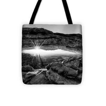 Supernatural West - Mesa Arch Sunburst In Black And White - Tote Bag