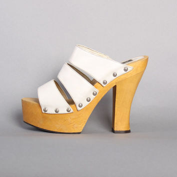 90s does 70s PLATFORMS / Strappy WHITE Wood Sole Sandals, 9