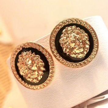 Pair Of Vintage Lion Head Embellished Round Design Earrings For Women - Color Assorted