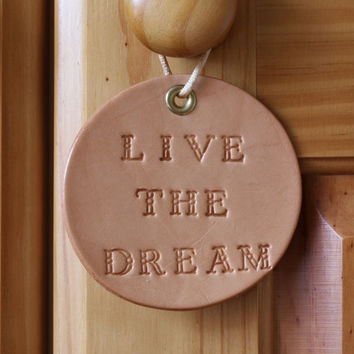 Live The Dream Sign, Inspirational Live The Dream Wall Decoration, Handcrafted Leather Wall Hanging, Handmade Live The Dream Leather Rounder