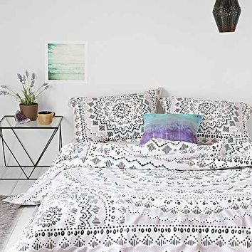 plum & bow mia medallion duvet from urban outfitters