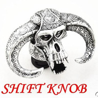 Free shipping Universal Yak Cow/ Bull Ox Head Wicked Skull Head Evil Stick Shift Knob Shifter Silver/Bronze