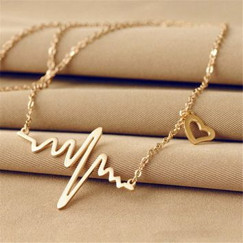 2018 New Fashion Korea Charm Gold Peach Heart Necklace Love Shape Steel Heartbeat Pendant Clavicle Chain Necklace Jewelry