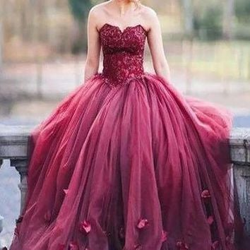 Strapless Sweetheart Lace 3D Applique Ball Gown Prom Dresses