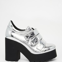 Eeight | Eeight Mekhi Metallic Silver Platform Heeled Shoes at ASOS