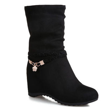 Black Mid-Calf Boots With Increased Internal and Pendant Design