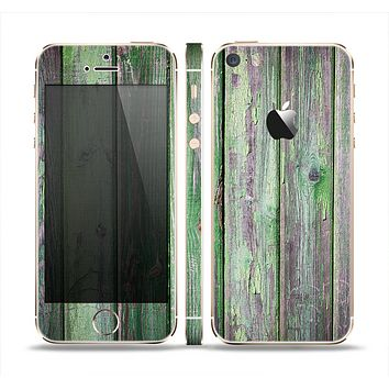 The Mossy Green Wooden Planks Skin Set for the Apple iPhone 5s