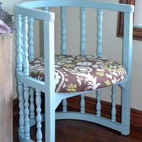 Cottage Chic Half-Round Chair with Upholstered Cushion