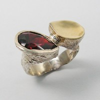 Silver & gold deep red Snakes Eyes ring (gsr-7180)