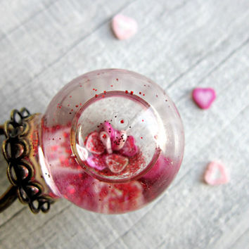 Globe ring with red glitter - Valentines Day ring - Hearts in glass dome