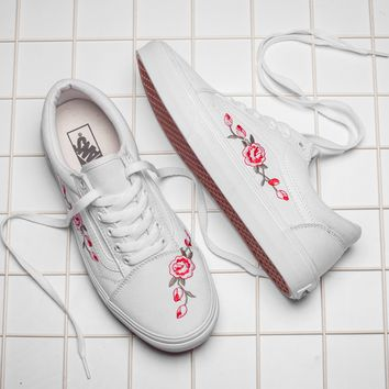 Vans Classics Old Skool Flowers Embroidery Rose Black White Snea 6932f817f
