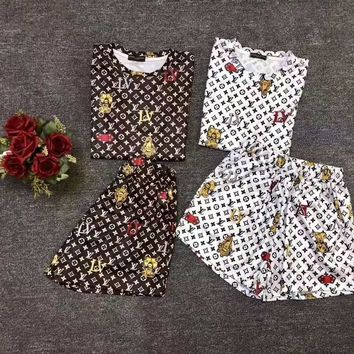"""""""LOUIS VUITTON """" Woman's Leisure  Fashion Embroidery Letter Personality Printing Short Sleeve  Shorts Two-Piece Set Casual Wear"""