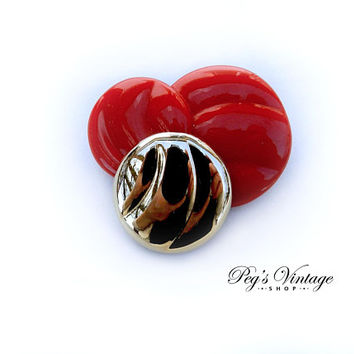 Red & Gold Lucite Circle Brooch / Pin, Unique Vintage Jewelry