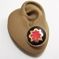 Red Black Arabesque Pierced Post Stud Earrings Gold Tone Vintage Pakula Matte Star Center Crimped Edges Big Buttoons