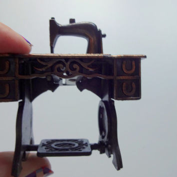 Vintage Die Cast Metal Sewing Machine Pencil Sharpener 1970s