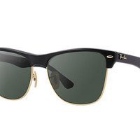 Look who's looking at this new Ray-Ban Clubmaster Oversized