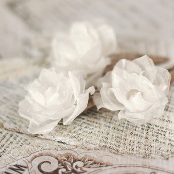 Wedding hair accessories, Hair flowers, Bridal flower hair clip, White hair flowers, Rustic, Bridal hair clip, rose, pearls. Bridesmaid.