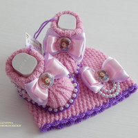 Set! Princess Sofia. Hand knitted crochet beanie and baby booties.Sofia the First - shoe,fashion baby, kid, Disney. Pregnancy announcement