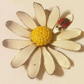 Vintage Metal Daisy Brooch Ladybug Accent White Yellow Red Enamel