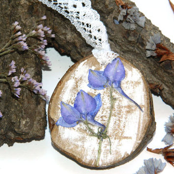 Dried flower pendant-Wood necklace-Resin jewelry-Pressed Flowers-Natural-Rustic-Shabby chic-botanical jewelry-Floral pendant-Real flower