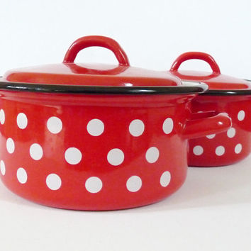 A set of 2 stewpan / red with white dots / enamelware