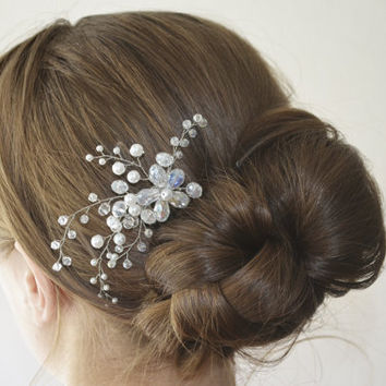 Wedding Hair Comb, Bridal Hair Comb, Pearl and Crystal Hair Comb, Wedding Headpiece, Bridal Hair Piece, Bridal Hair Accessory, Flower Comb