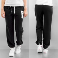 Nike Club Sweat Pants Black/White von Def-Shop.com