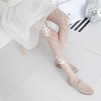 1PC Women Fishnet Embroidery Pantyhose Flower Black White Floral Mesh Net Tights Medium/Large Grid
