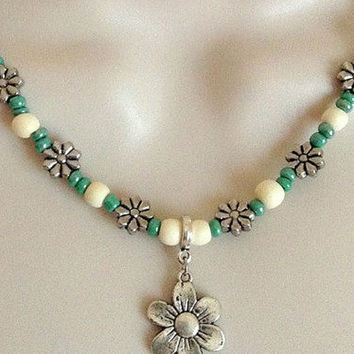Green and White Flower necklace set, Gift for her, Women's Jewelry, Flower Jewelry, Bohemian necklace, Fashion Jewelry, Beach necklace
