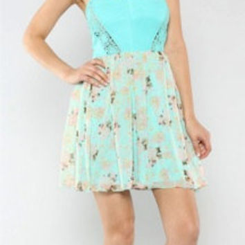 Country Blushing Crochet Trimmed Floral Print Dress