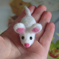 Needle felted brooch Brooch felted Handmade brooch Felt products Felt brooches Felt animals Brooches and pins Brooch mous