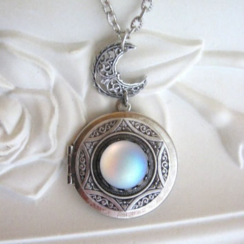Moon, LOCKET, Silver Locket Necklace, Moonstone Jewelry, Silver Moon Locket, Crescent Moon, Moon Jewelry, Enchanted Moon Locket, Full Moon r