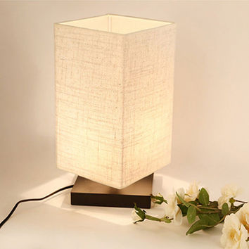 ZEEFO Simple Table Lamp Bedside Desk Lamp With Fabric Shade and Solid Wood for Bedroom Dresser Living Room Baby Room College Dorm Coffee Table Bookcase (Flaxen) square