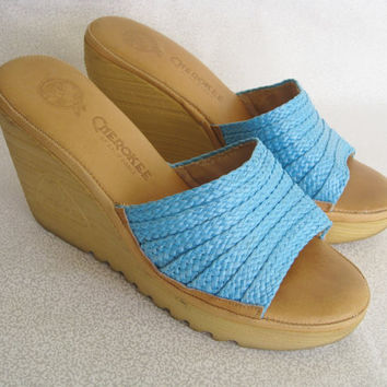 Boho chic shoes/vintage Cherokee of California wedge shoe/tan and light blue 70's sandals/open toe sandal/size 8
