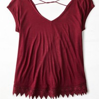 AEO Women's Cross Back Tassel Trim T-shirt (Summer Burgundy)