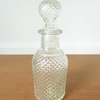 Avon Flavor Fresh diamond point glass decanter with stopper in excellent condition