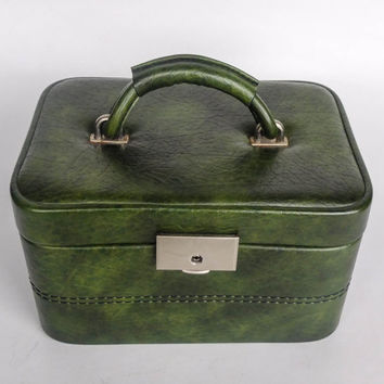 Vintage Cosmetic Beauty Case / Neceser /  Mirror / Vintage Travel Luggage / Green / Faux Leather
