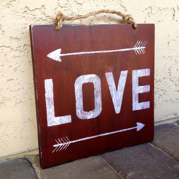 LOVE Wood Arrow Sign / Wood Sign Sayings / Valentine's Day Gift / Red